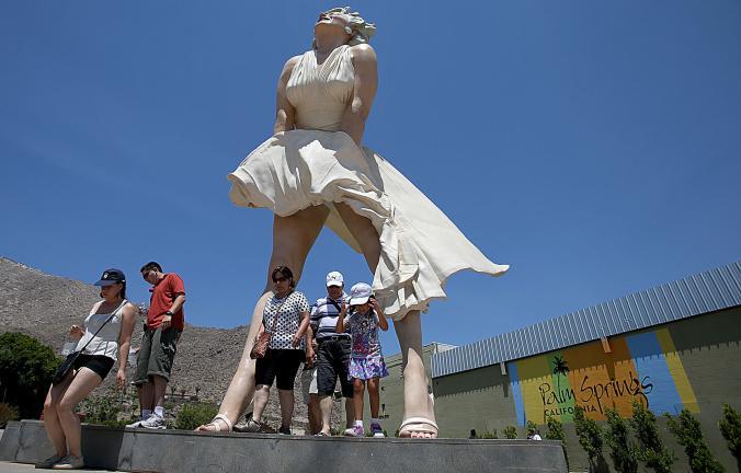 la-me-ln-marilyn-monroe-statue-palm-springs-20-001